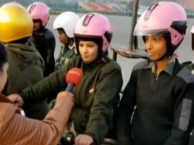 Video : गणतंत्र दिवस परेड में BSF की महिला बाइकर्स टीम दिखाएंगी हैरतअंगेज स्टंट
