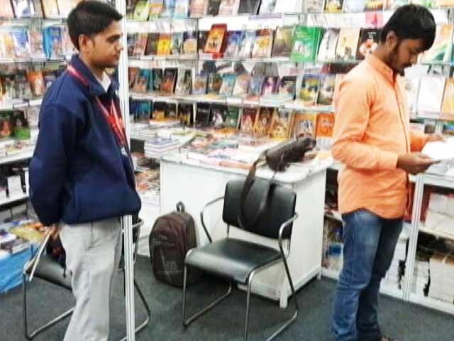 Videos : दिल्ली के पुस्तक मेले में संघ, लव जिहाद को लेकर भी किताब
