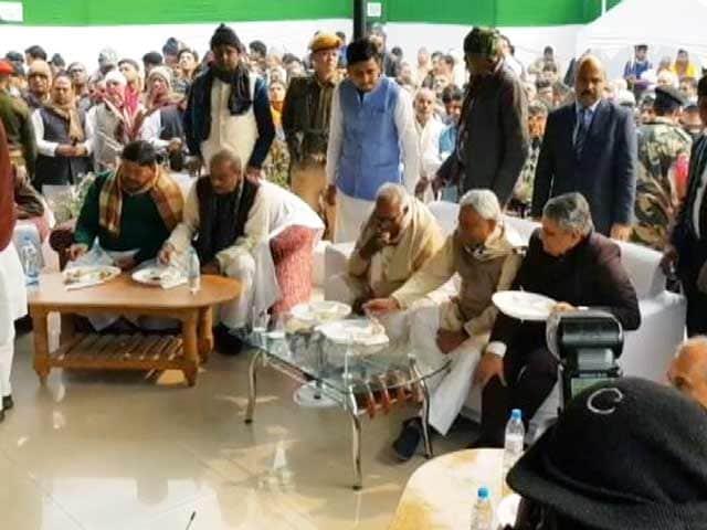 Videos : बिहार में सियासी दही-चूड़ा, सहयोगियों के घर पहुंचे नीतीश