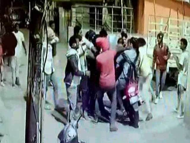 Video : Drunk Bengaluru Mob Seen Hitting 2 Men On Bike In Viral Video