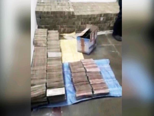 Videos : 97 करोड़ के नोटों का बिस्तर, 6 लोग गिरफ्तार