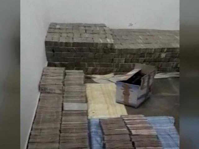 Video : 'Bed Of Cash' In UP: Nearly Rs. 100 Crore In Banned Notes At Kanpur Home