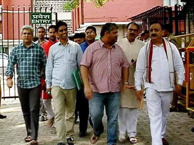 Videos : लाभ का पद : चुनाव आयोग ने 'आप' के 20 विधायकों को किया अयोग्य घोषित