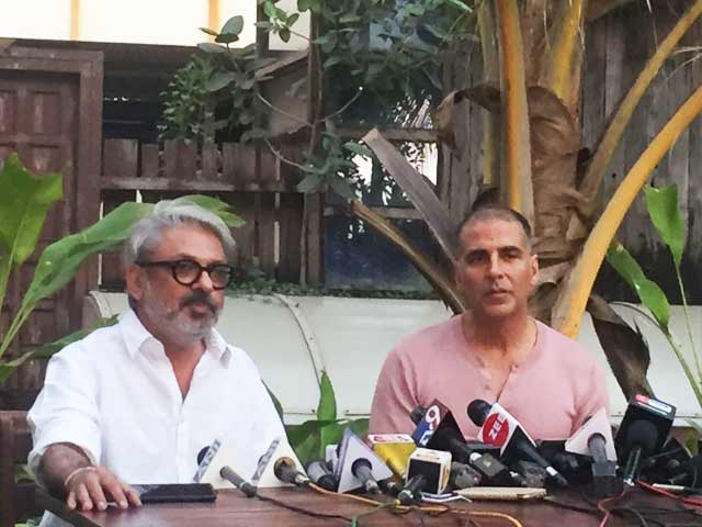 Video : Akshay Kumar Postpones <i>PadMan</i> On Request From <i>Padmaavat</i> Director Sanjay Leela Bhansali