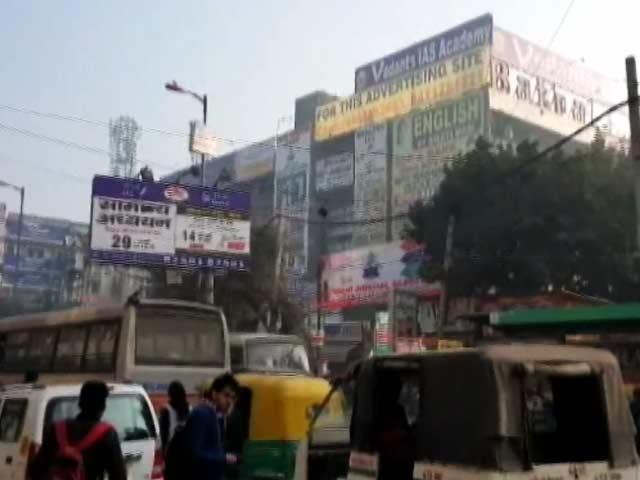Video : दिल्ली के मुखर्जी नगर इलाके में कोचिंग पर सीलिंग की मार