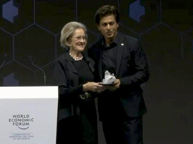 Videos : दावोस : शाहरुख खान को 24वें वार्षिक क्रिस्टल अवॉडर्स समारोह में मिला सम्मान