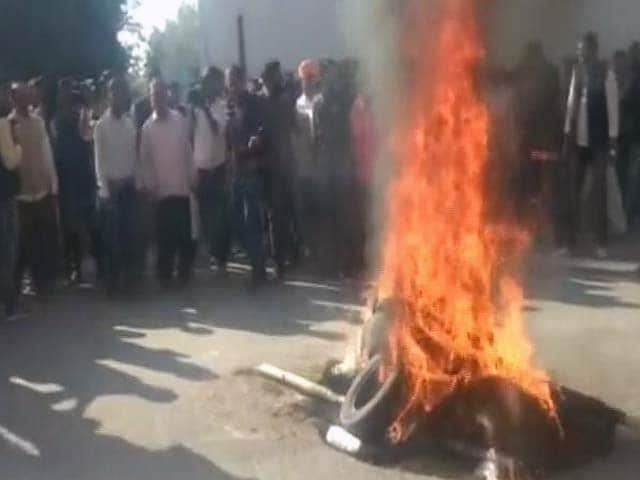 Video : बड़ी खबर:  फिल्म 'पद्मावत' पर देशभर में हिंसक प्रदर्शन