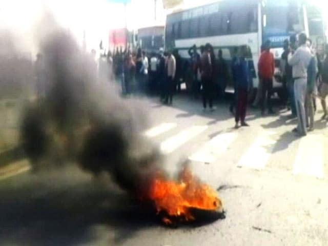 Video : 'पद्मावती' पर हिंसा को राज्य सरकारों की शह?