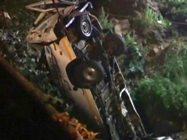 Video : 13 Dead, 2 Injured After Bus Falls Into River In Maharashtra's Kolhapur