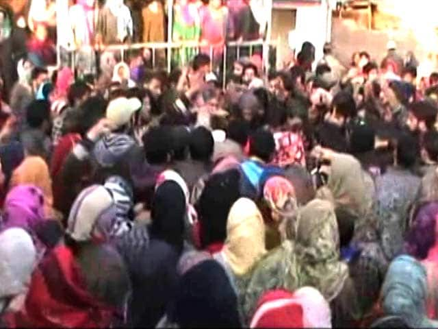Video : Mobile Internet Partly Blocked In Kashmir, Tense Over Army Firing Deaths