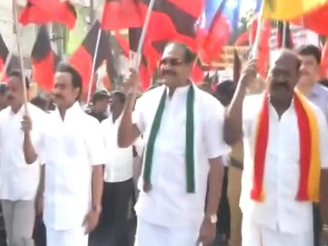 Video : DMK Leads Opposition Protests Against Bus Fare Hike, Blocks Road In Chennai