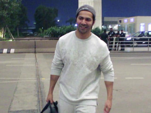 Spotted! Varun Dhawan With His Fans At Mumbai Airport