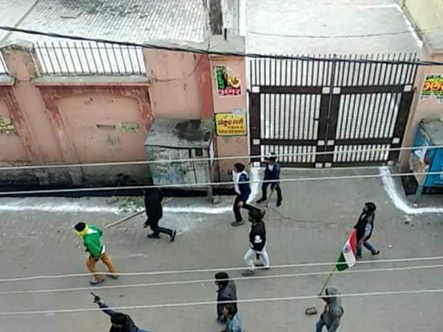Video : यूपी: कासगंज हिंसा का मुख्य आरोपी सलीम गिरफ्तार, चंदन गुप्ता की गोली मारकर की थी हत्या