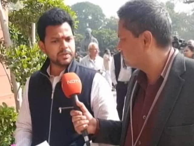 Videos : बजट से नाराज TDP का प्रदर्शन