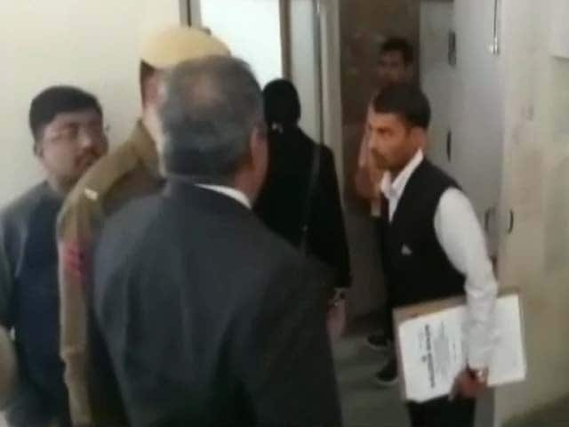 Videos : सिटी सेंटर: स्कूल मर्डर केस- सीबीआई ने आरोप पत्र दाखिल किया