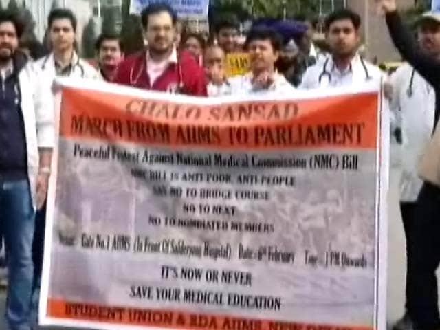 Video : मेडिकल बिल के खिलाफ डॉक्टरों ने निकाला मार्च