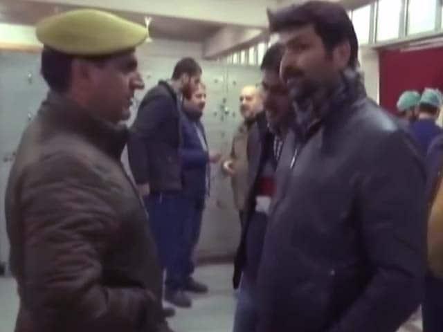 Video : न्यूज टाइम इंडिया: श्रीनगर में अस्पताल पर हमला, आतंकी फरार, दो पुलिस कर्मी शहीद