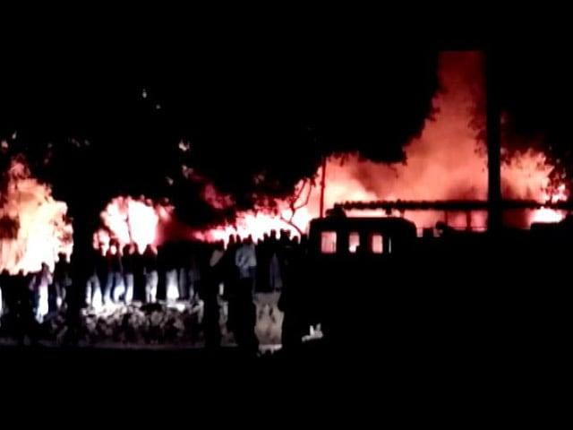 Video : Top News @8.30AM: यूपी के अलीपुर के रेल गोदाम में आग