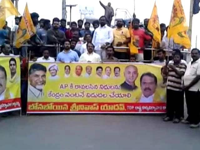 Video : Schools Shut, Tight Security As Left Calls For Andhra Pradesh <i>Bandh</i> Today