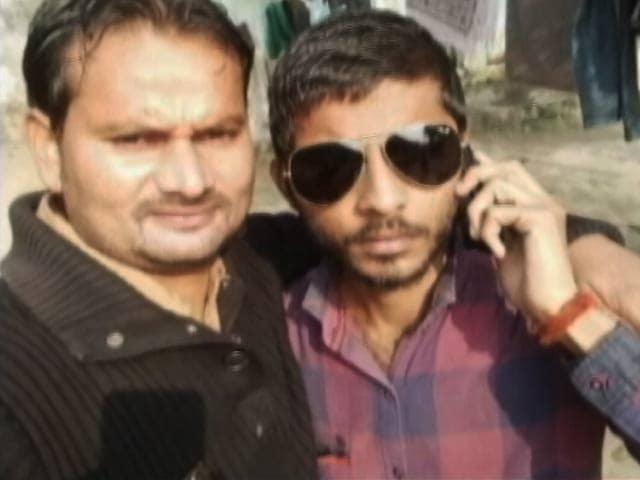 Videos : यूपी में अपराधियों ने जेल से फेसबुक पर अपलोड की सेल्फ़ी...