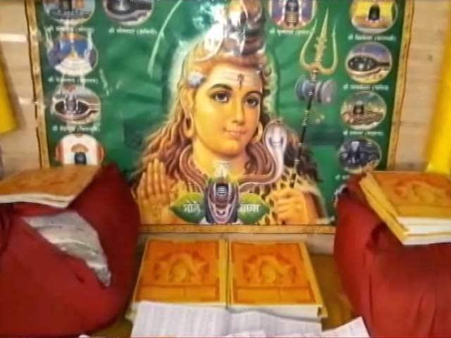 Videos : वाराणसी के इस बैंक में पैसे नहीं आस्था जमा होती है