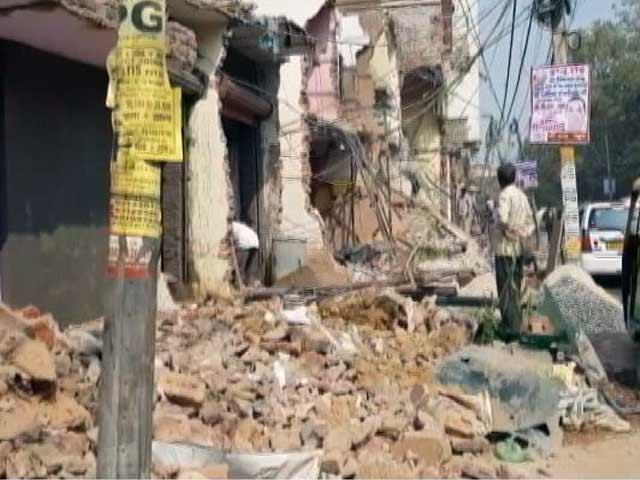 Videos : सिटी सेंटर: दिल्ली में 200 से अधिक दुकानें गिरी, विवादों में महाराष्ट्र शिक्षा विभाग