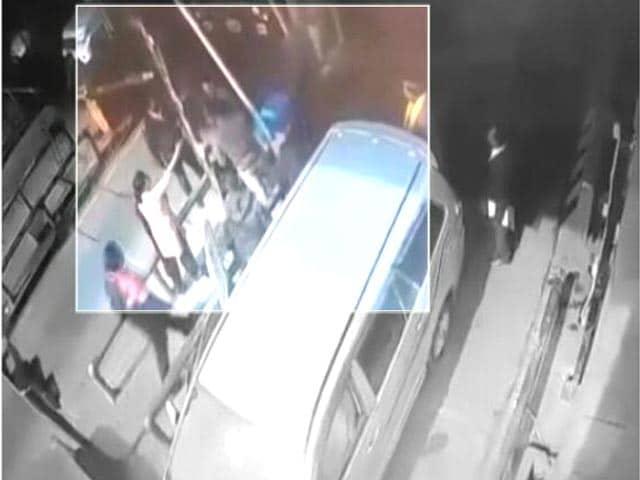 Videos : बीजेपी विधायक के बेटे की दबंगई