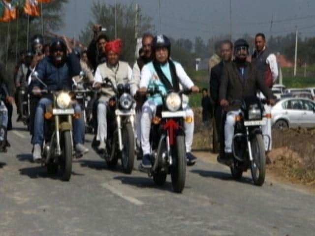 Video : Haryana Chief Minister Rides Bike To Review Preps For Amit Shah's Rally