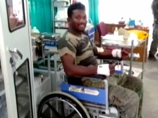 Videos : छत्तीसगढ़ में नक्सलियों से पुलिस की मुठभेड़, 2 जवान शहीद, 6 घायल