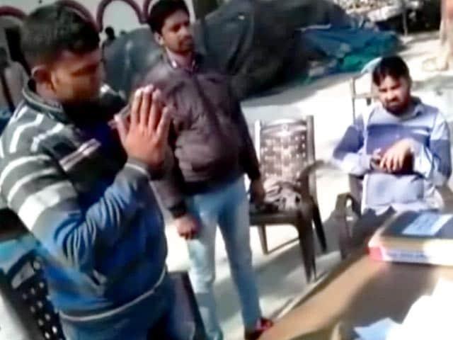 Videos : यूपी में बदमाशों के खिलाफ पुलिस के सख्त तेवर, 25 हजार का इनामी बदमाश ढेर