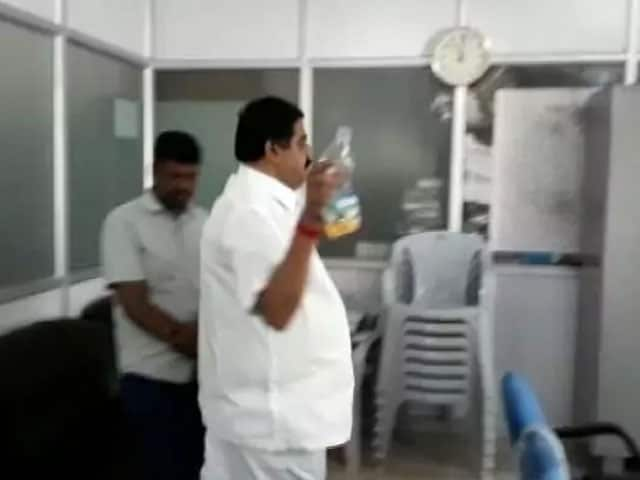 Video : Congress Leader Accused Of Sprinkling Petrol In Office. Caught On Video