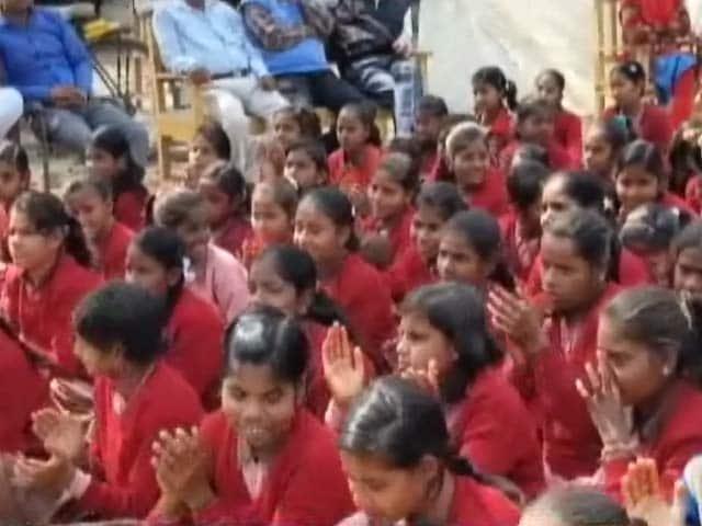 Video : वाराणसी : यहां मुफ्त में दिया जाता है पैड
