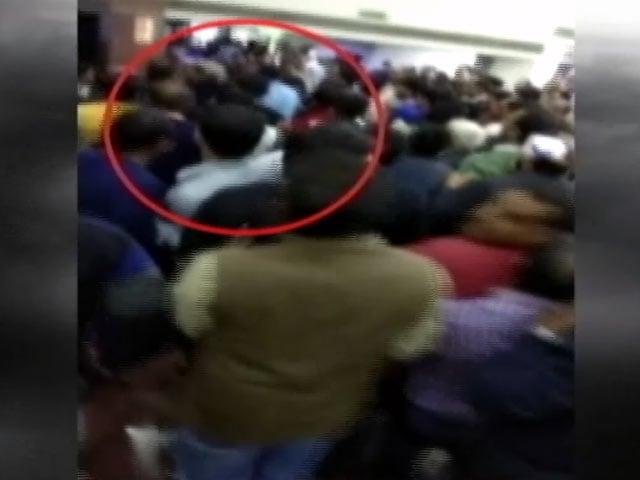 Video : AAP ने उठाया इमरान हुसैन पर हमले का मुद्दा