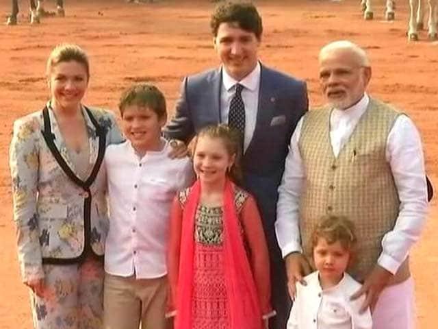 Videos : कनाडा के पीएम के परिवार से मिले प्रधानमंत्री नरेंद्र मोदी