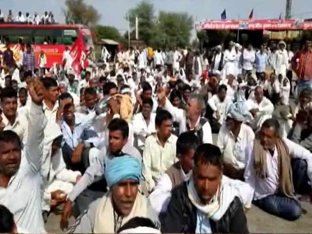 Video : राजस्थान के सीकर में किसान आंदोलन, सरकार की नीति से हैं नाराज़