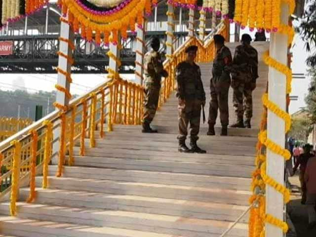 Video : New Elphinstone Foot Overbridge Opens For Public