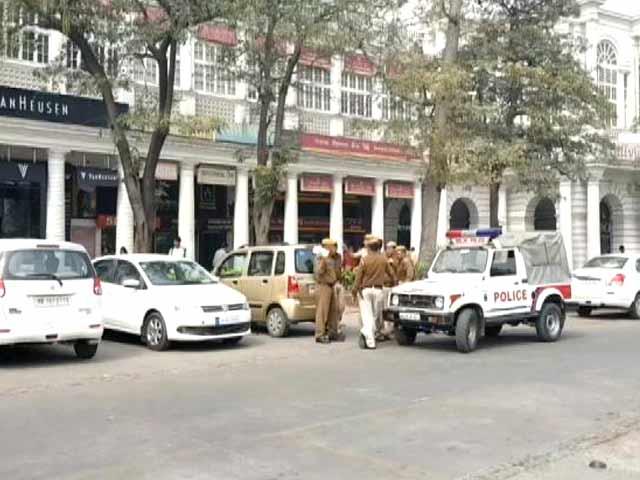 Videos : दिल्ली: कनॉट प्लेस में लूट के दौरान फायरिंग