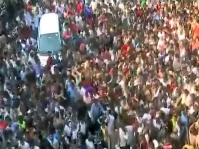 Videos : श्रीदेवी के अंतिम सफर में उमड़े फैन्स