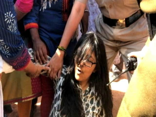 Video : Women's Commission Chief Detained On The Way To PM Modi's Office