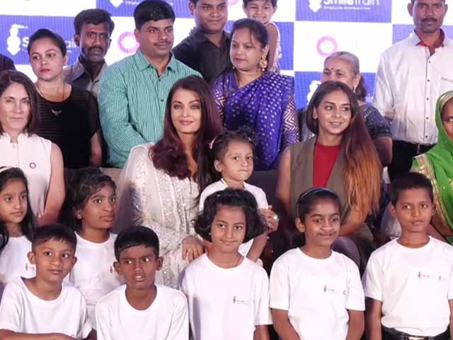 Video : मुंबई : बच्चों के बीच 'स्माइल' बांटने पहुंचीं ऐश्वर्या राय बच्चन