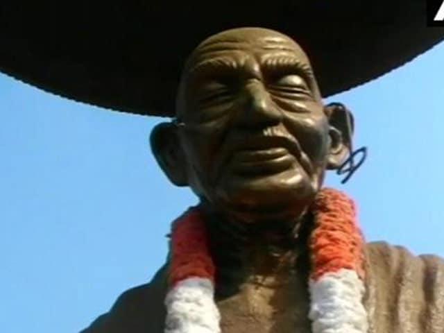 Video : मूर्तियां निशाने पर, अब कन्नूर में गांधी की मूर्ति को नुकसान