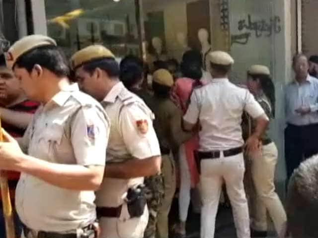 Video : सिटी सेंटर : दिल्ली में सीलिंग ड्राइव ने एक बार फिर पकड़ा जोर, दाउद का करीबी गिरफ्तार