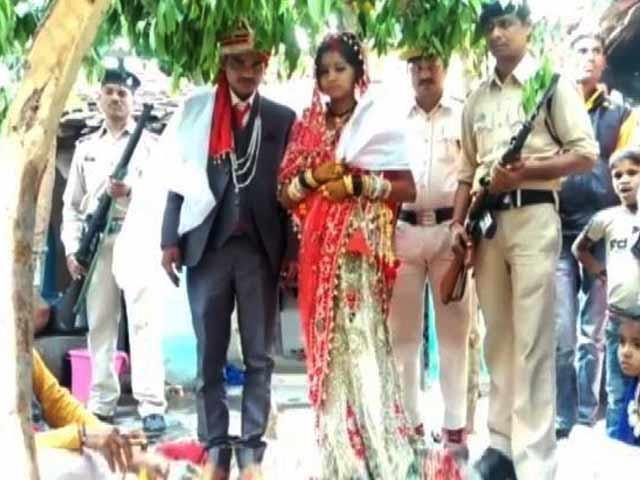 Videos : मध्यप्रदेश : पुलिस के पहरे में हुई शादी संपन्न