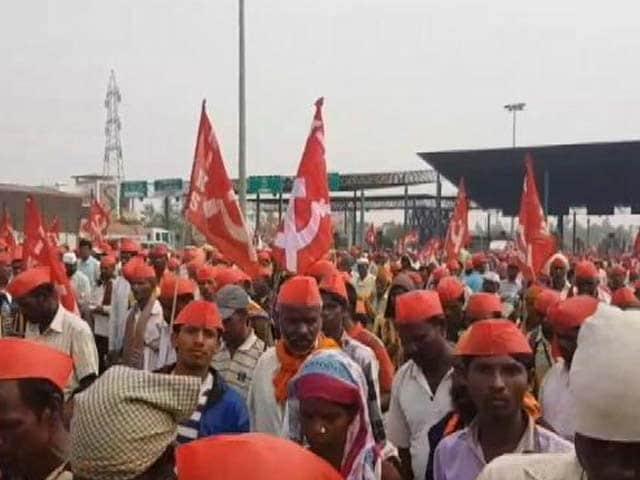Videos : मुंबई चला किसानों का मोर्चा