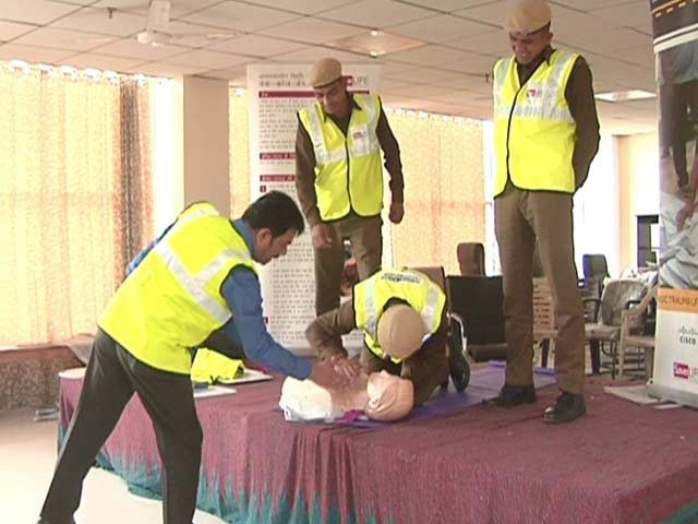 Video : How Cardiopulmonary Resuscitation Can Help Save Lives In Case Of A Road Accident