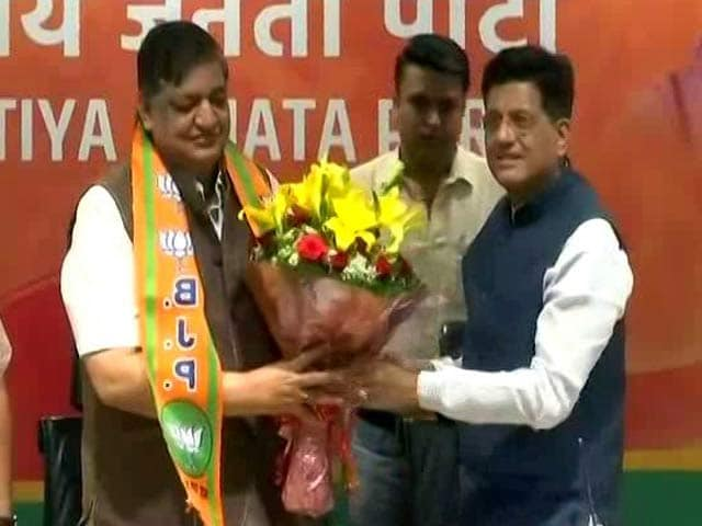Video : Akhilesh Yadav's Close Aide Naresh Agrawal Joins BJP