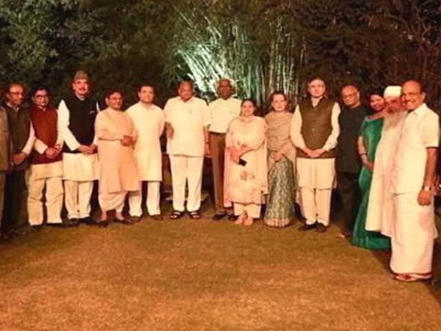 Videos : TopNews@8AM: सोनिया गांधी के घर विपक्षी नेताओं की डिनर डिप्लोमेसी