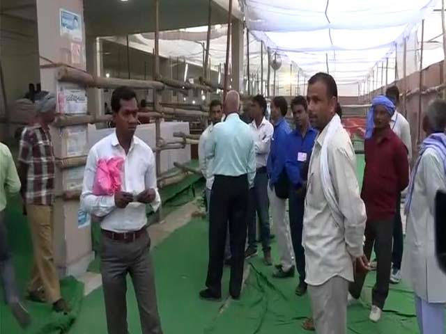 Video : In UP's Gorakhpur, Official Bans Media From Counting Centre