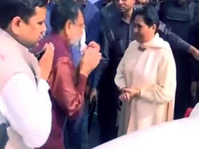 Videos : गोरखपुर उपचुनाव : सपा ने योगी के गढ़ में लगाई सेंध