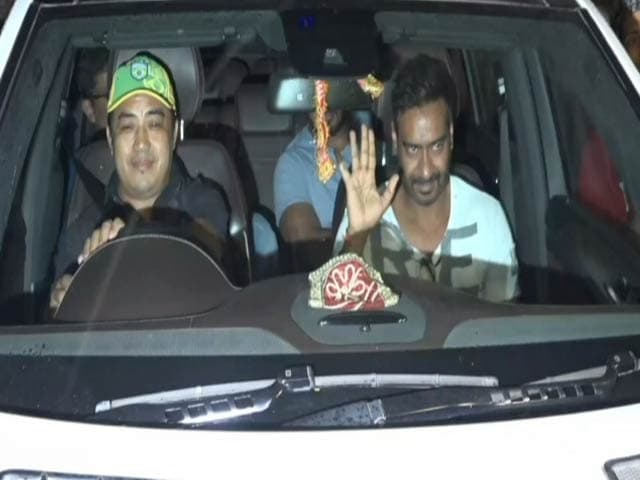 Ajay Devgn Mobbed By Fans After The Screening Of Raid